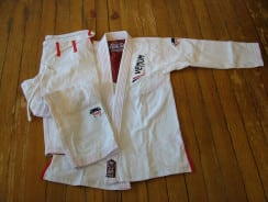 Venum Elite Light BJJ Gi – Ice Testbericht